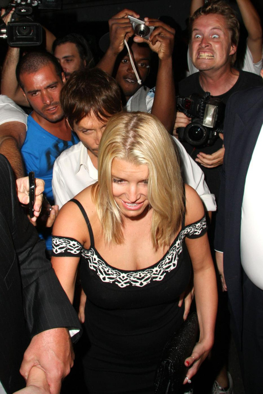 Internet Lulz: Jessica Simpson + Paparazzi With Creepiest Face Ever August 7